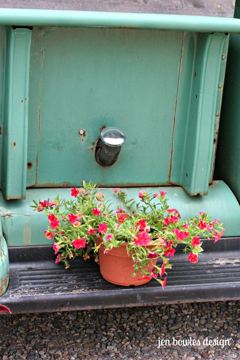 Petunias vintage truck